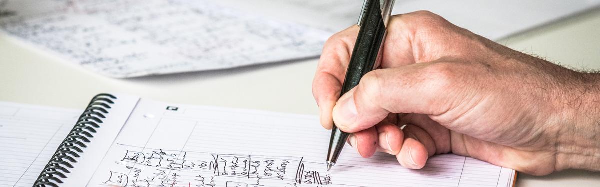 main tenant un stylo